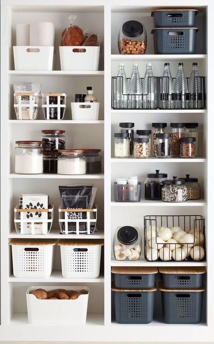 rangement dressing avec des boites et pots organisation de la cuisine