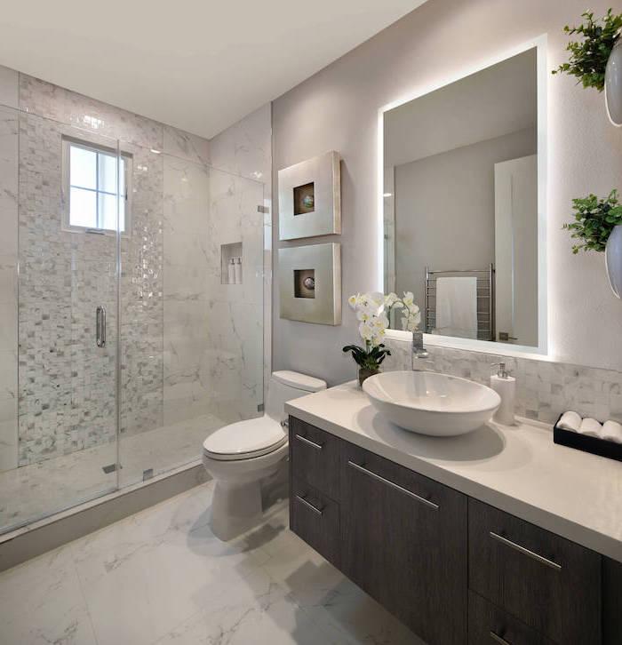 rangement petite salle de bain carrelage mosaique des fleurs sur le commode