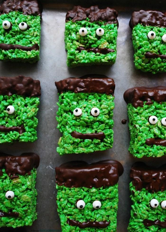 recette gateau halloween maternelle de cereales riz soufflé à huile de coco et decoration de chocolat et des yeux de sucre