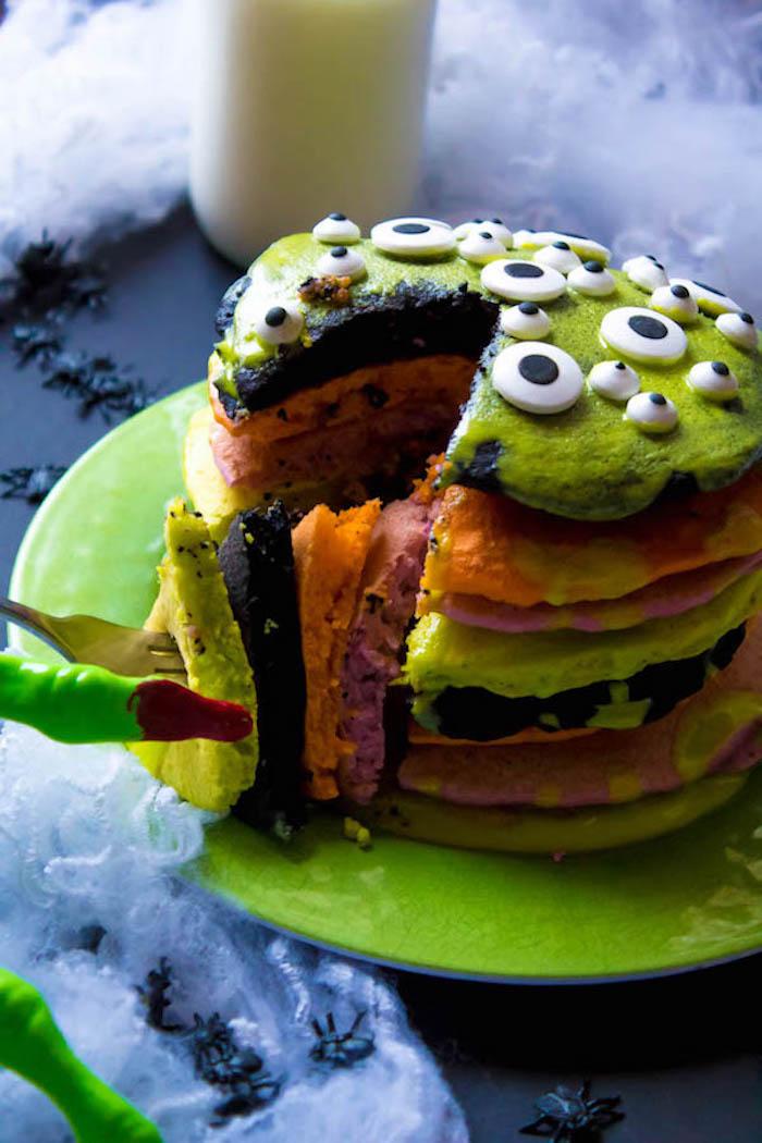 recette gateau halloween maternelle gateau miniature de pancakes colorés patisserie halloween