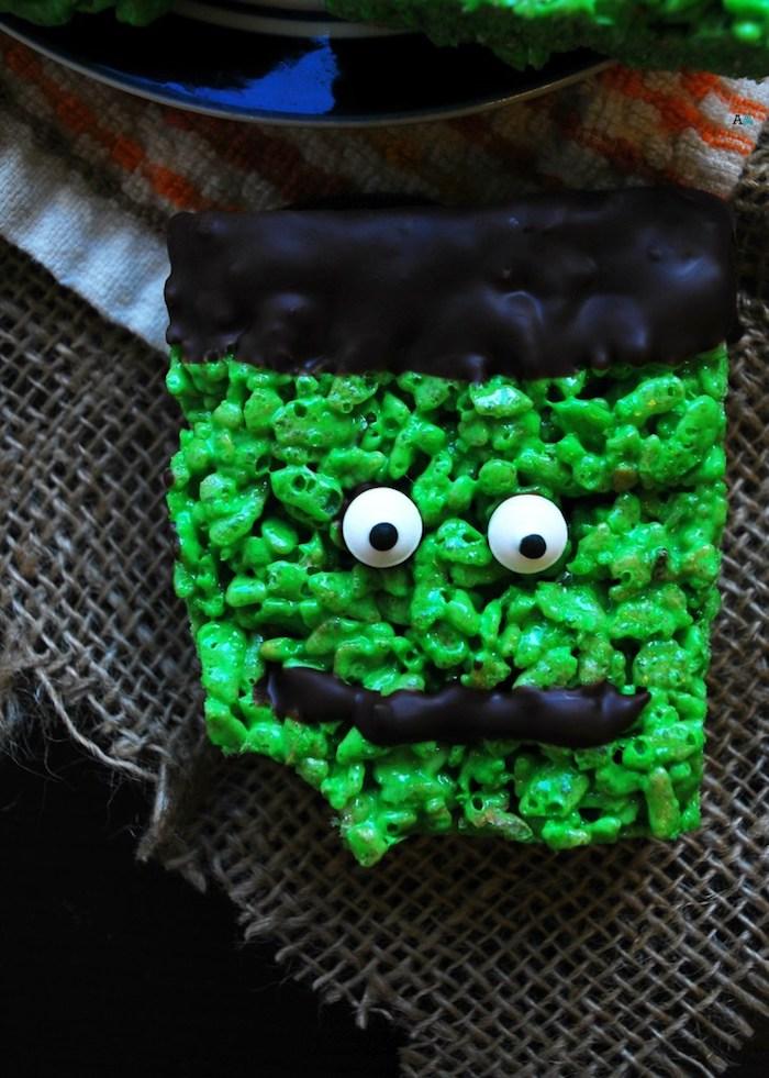 recette gateau halloween miniature de riz soufflé au colorant alimentaire vert tete chocolat et des yeux de sucre motif frankenstein