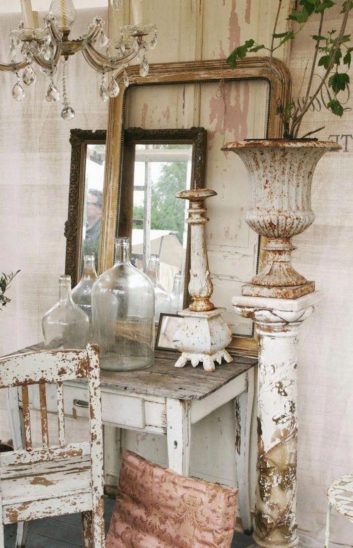 relooker des meubles anciens sans les peindre miroirs sur toilette lustre en cristaux vintage style