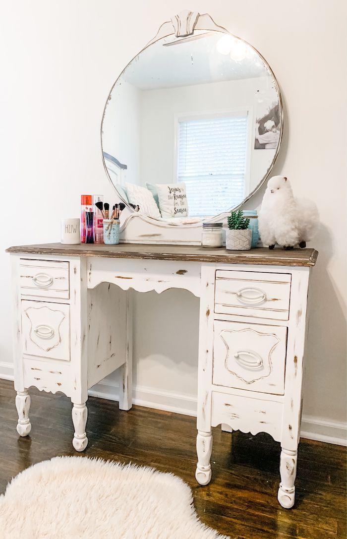 relooker un meuble ancien toillette blanche en bois des murs blancs chambre de fille