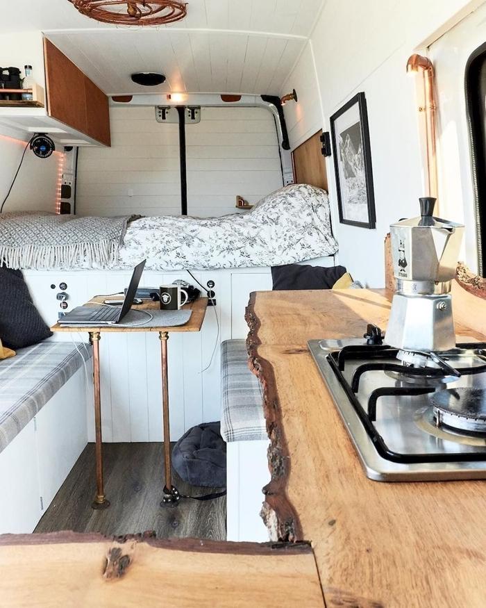 revêtement murs intérieur van isolation travaux amenagement fourgon camping car meuble convertible table basse