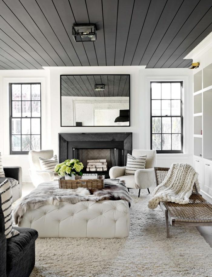 salon blanc et noir déco cocooning salon tapis originale idee douillet cheminée noire chaise blanc table basse jetée fausse fourrure