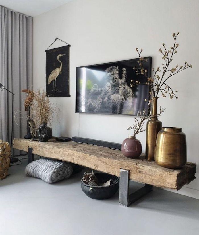 salon rustique moderne des tableaux sur murs blanc table en bois