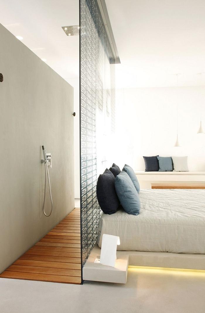 separation chambre salle de bain photos verre douche coussin décoratifs éclairage lit spots led plafond cabine douche salle de bain ouverte sur la chambre