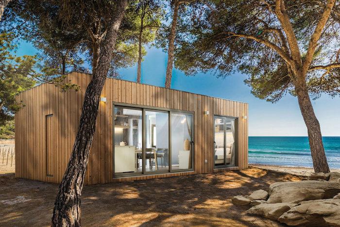 studio de jardin habitable au bord de la mer sous les arbres bureau avec une vue magnifique