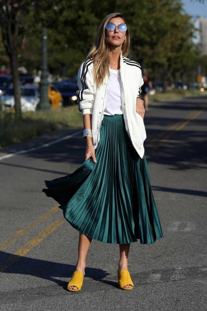 style moderne decontracte chic top veste de sport look jupe plissée comment porter la jupe plissée inspiration