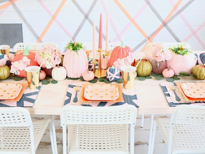 table coloré pastel coueurs citrouilles peintes utilises pour vases deco d automne activité manuelle automne idées deco a faire soi meme bougies hautes