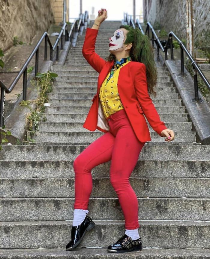 tailleur rouge et chemise jaune the jocker deguisement serie tv personnage année 90 film favori