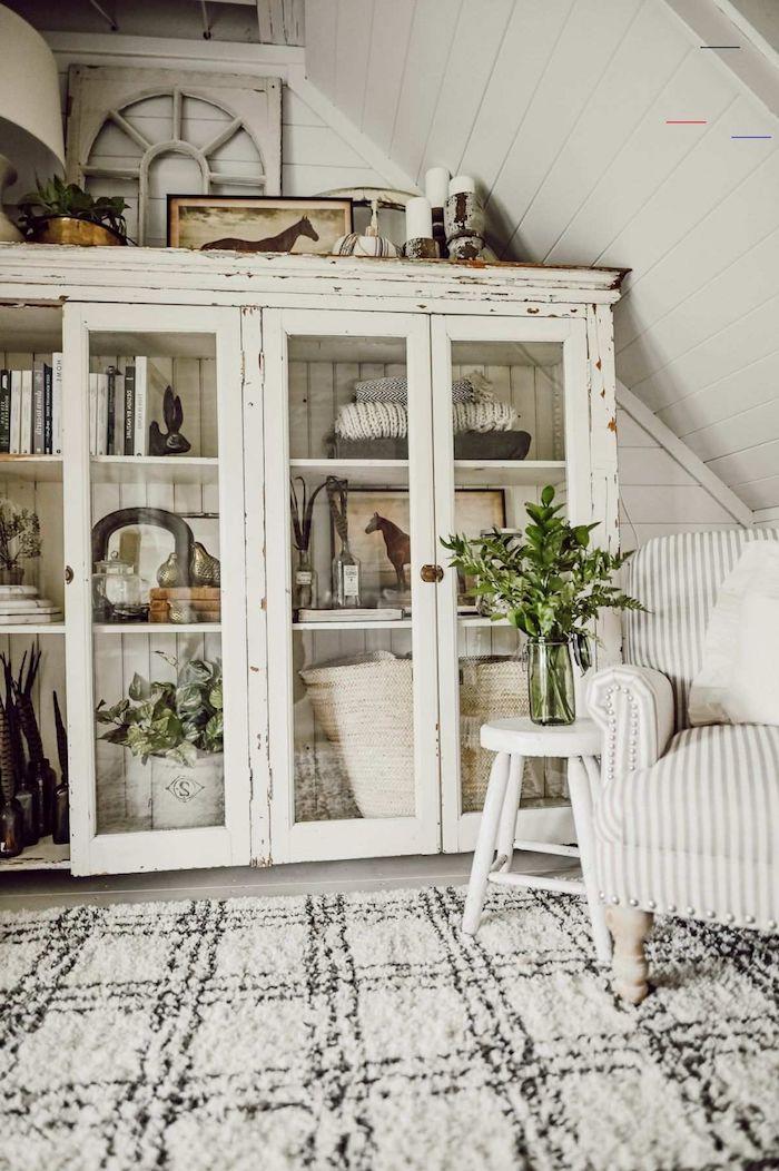 tapis en carreaux noir et blanc relooker un meuble ancien idees de decoration vase à fleurs sur une tabourette