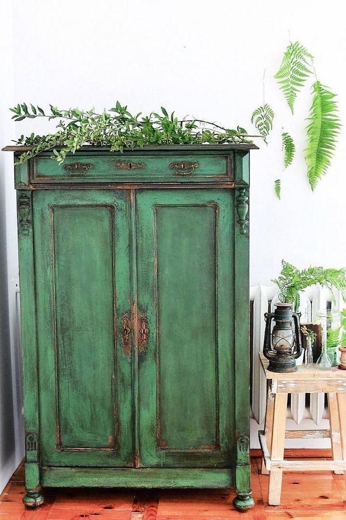 technique de relooker un meuble ancien commode en bois vert vintage style de decoration