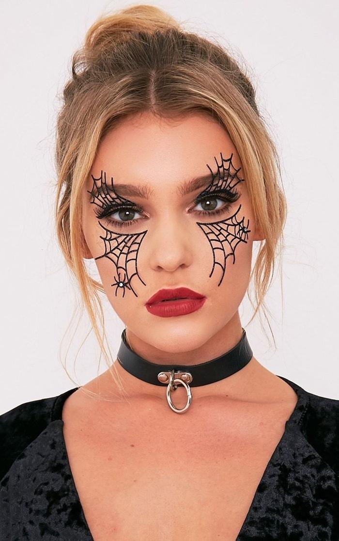 technique make up maquillage halloween facile rouge à lèvre mat rouge dessin toile araignée stickers autocollants visage
