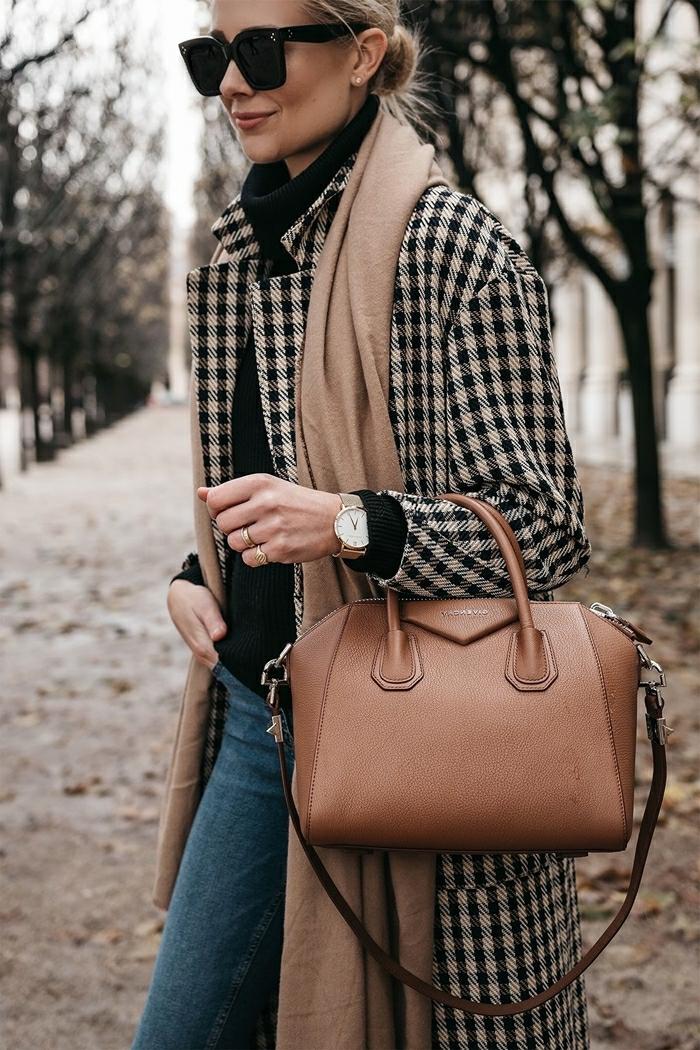 tissu à carreaux lunettes de soleil noires accessoires mode femme sac à main cuir marron jeans pull over nir manteau motifs prince de galles resized