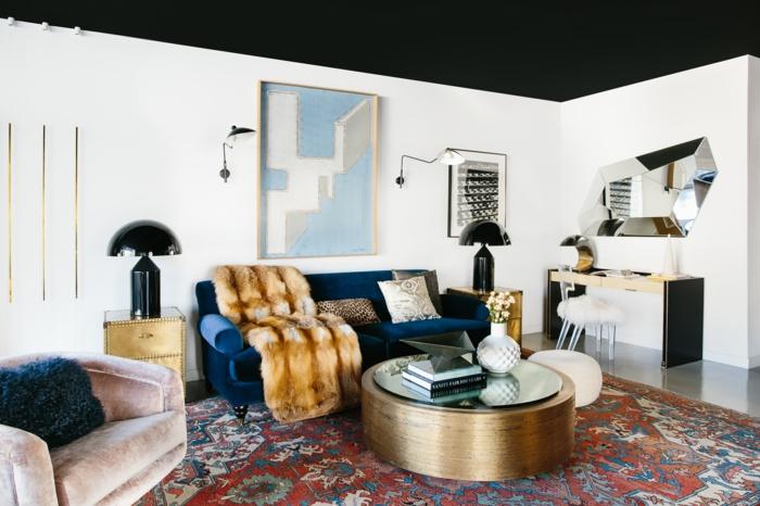 unique maison canapé bleu sombre table basse ronde dorée cocooning idee deco salon couleur de peinture pour salon moderne