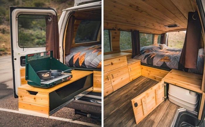 véhicule aménagé avec meubles multifonctions idée véhicule en van avec lit rideaux isolation intérieur mur et plafond bois