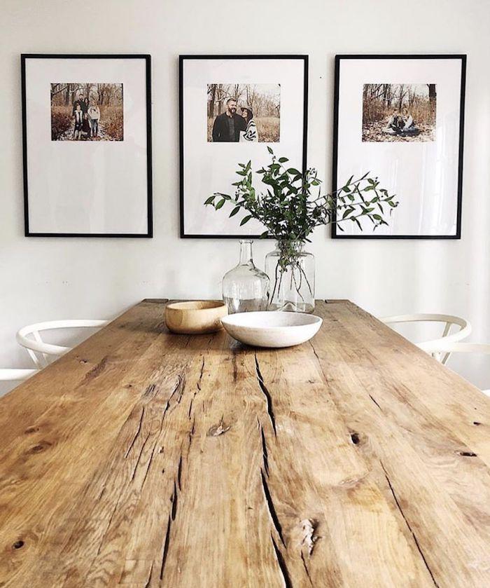vase à plantes vertes salle à manger en style rustique table en bois des tableau sur les murs