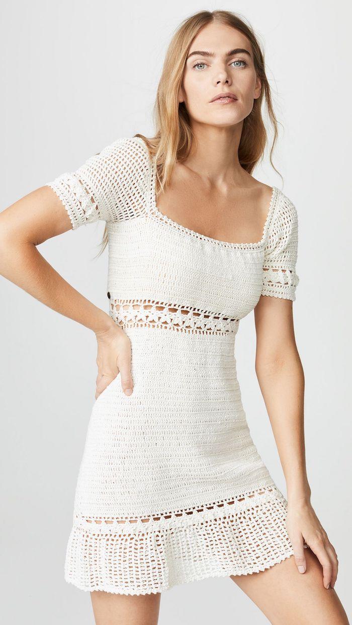 vetement femme chic robe au crochet blanche au mi longueur avec des manches courtes look vintage