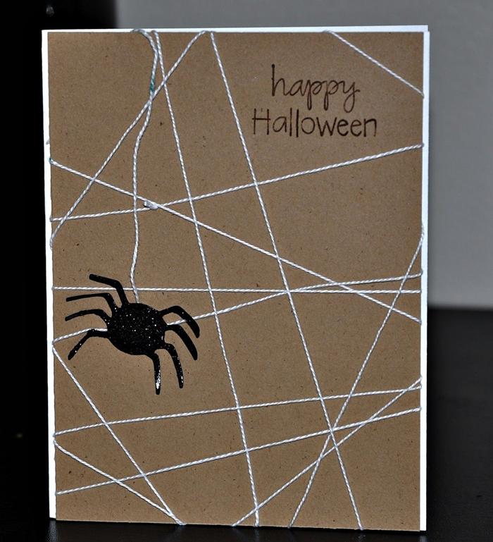 activité halloween maternelle fabrication carte facile en papier cartonné fil en forme toile d araignée papier noir