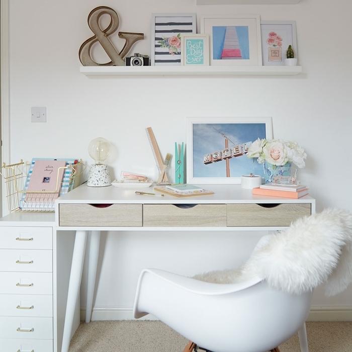aménagement coin bureau étudiant design bureau blanc et bois tiroirs chaise housse fourrure luxe chambre ado fille