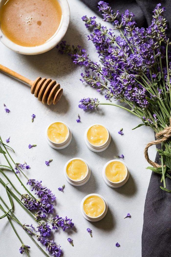 baume a levres de lavande et miel comment faire des produits cosmetiques de lavande bricolage avec de la lavande