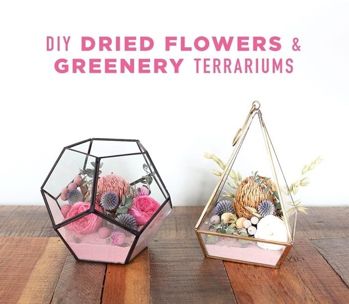 bouquet fleur séchée création avec plantes séchées diy terrrairum avec roses séchées herbes sable rose suspension florale