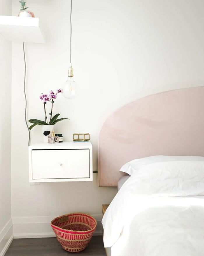 bout de lit ikea des orchides chambre en style minimaliste en blanche idee de deocartion