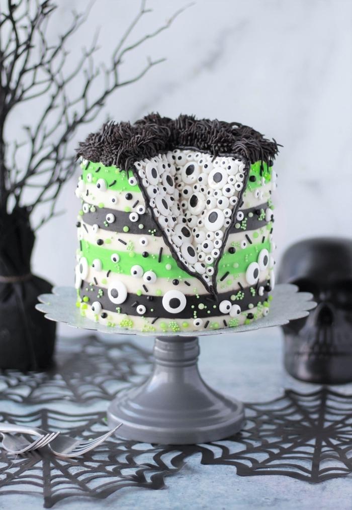 branches séchées peinture noire décoration table halloween crâne toile d araignée sous verre monstre halloween dessert