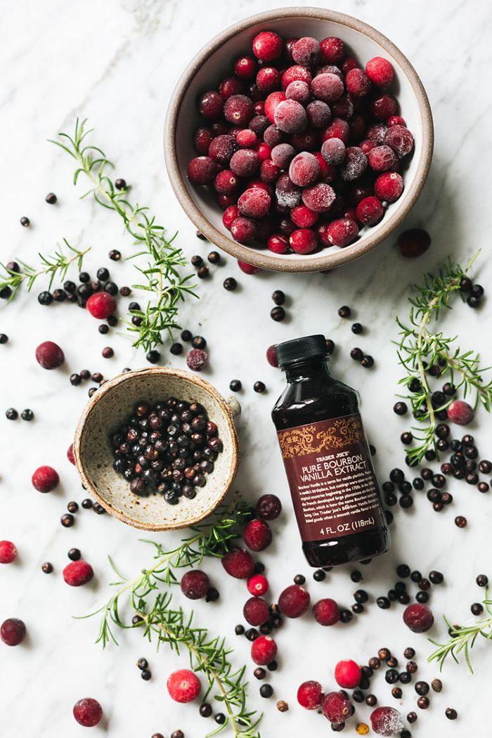 bricolage de noel recette noel odeur pot pourri canneberges et romarin à la poêle comment parfumer sa maison