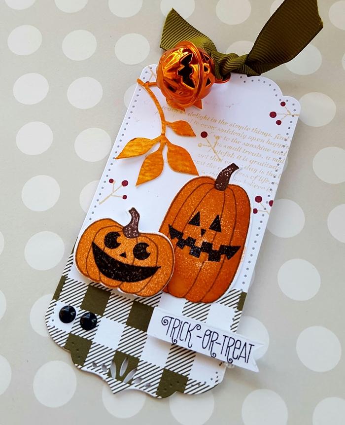 bricolage halloween facile papier scrapbooking cartonné motifs carreaux blanc et vert dessin citrouille doré lanterne jack o