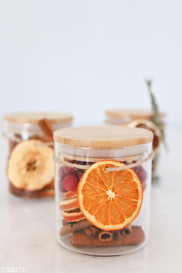 cadeau noel diy pot pourri canneberges tranches d orange séchées batons de cannelle canneberges