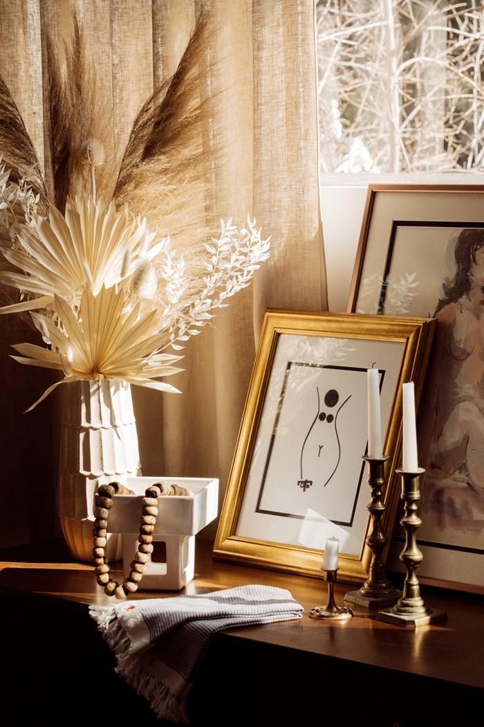 cadre photo doré décoration naturelle chambre femme commode bois foncé vase origami idée de décoration sur l automne