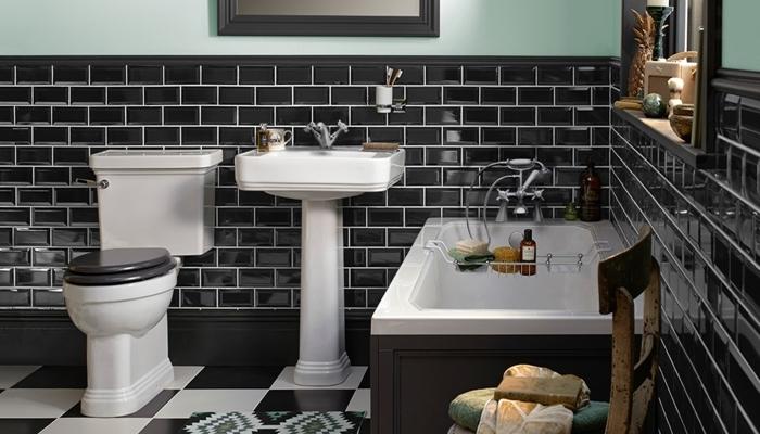 carrelage art deco métro noir et blanc évier sur piédestal robinet inox cuvette wc noir et blanc baignoire rangement niche murale
