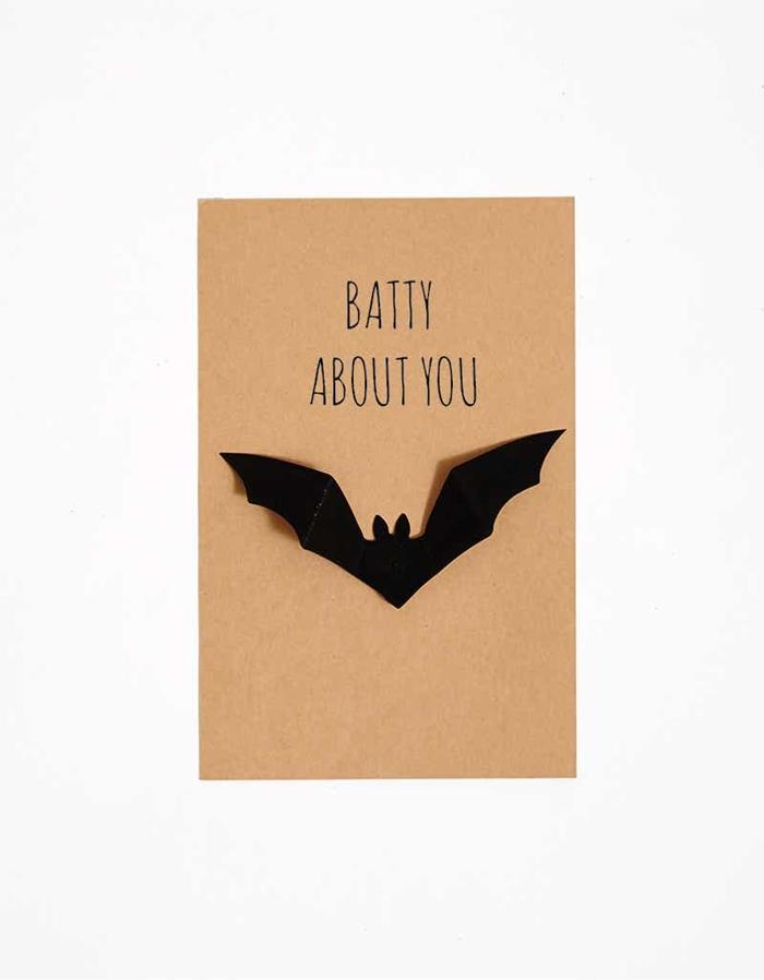 carte anniversaire halloween papier cartonné lettres joyeux halloween figurine chauve souris en papier noir 3d création papier