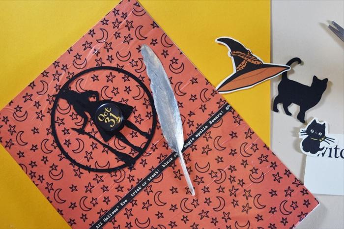 carte invitation halloween diy carte papier scrapbooking motifs étoiles et lune plume papier argenté figurine chat papier