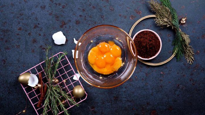 casser les jaunes d oeufs san un bol premier étape pour faire lait de poule maison pour noel