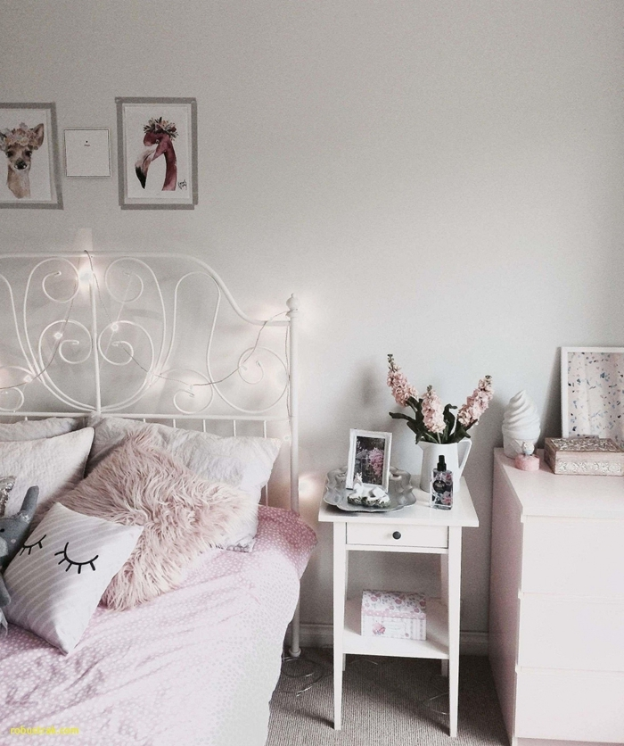 chambre ado fille moderne style cocooning tête de lit fer forgé blanc motifs volute meuble de chevet blanc