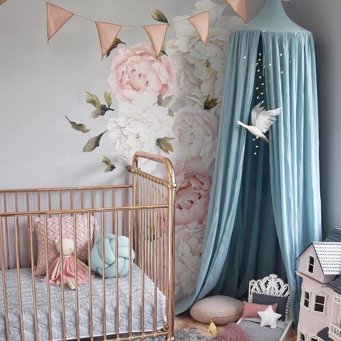ciel de lit style tipi efant avec coussins cocooning lit rose gold coussins jouets fille cocooning deco petite chambre bébé
