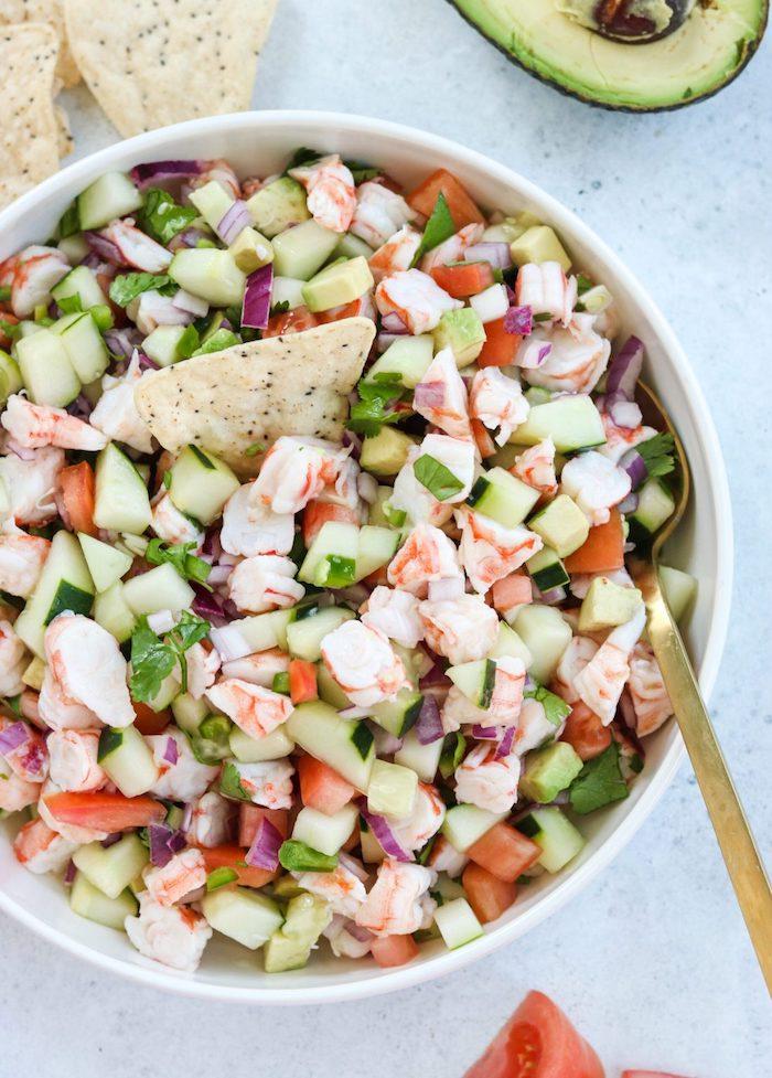 comment faire ceviche maison aux crevettes tomates concombres avocat oignon rouge apéro chic et facile