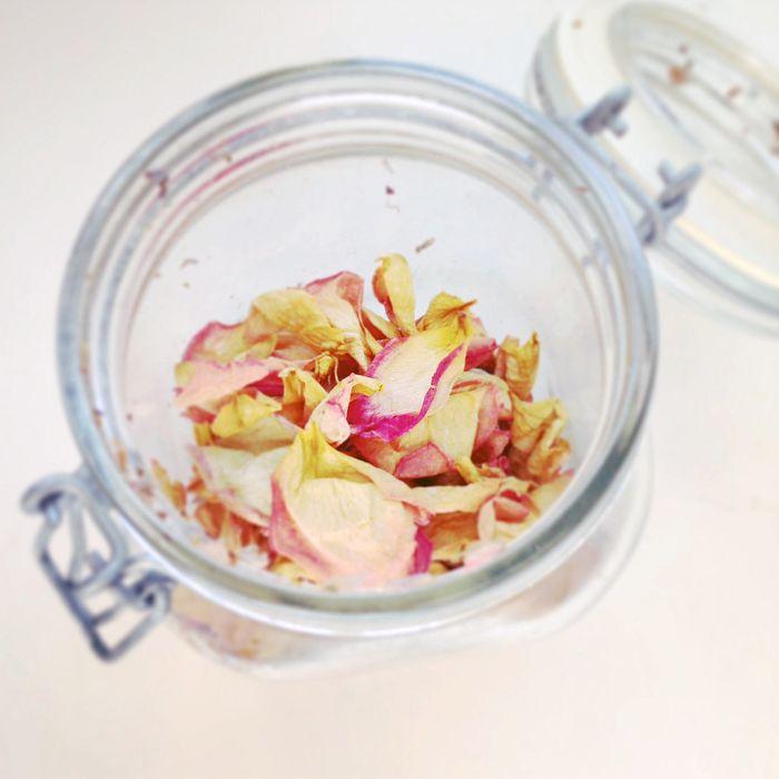 comment faire secher une rose pour faire pot pourri rose à la lavande cannelle et huile essentielle de rose
