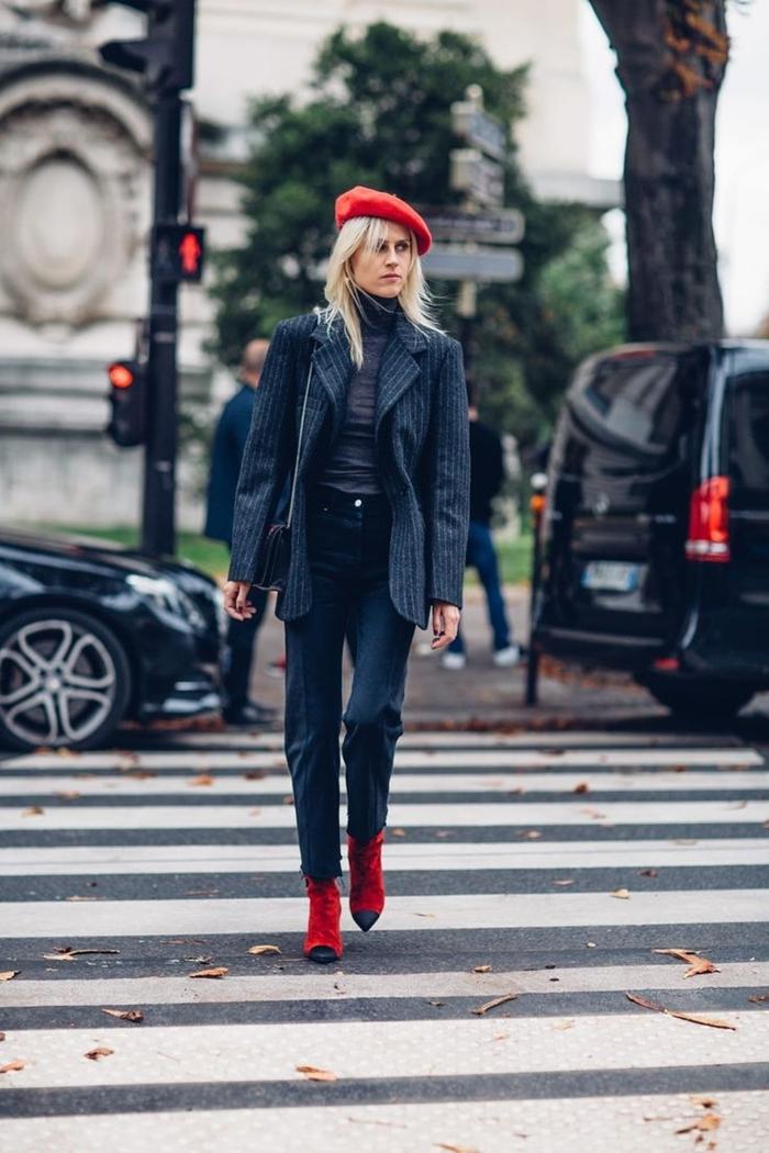 comment porter le beret rouge style femme pantalon noir taille haute pull blazer oversize noir bottines velours rouge