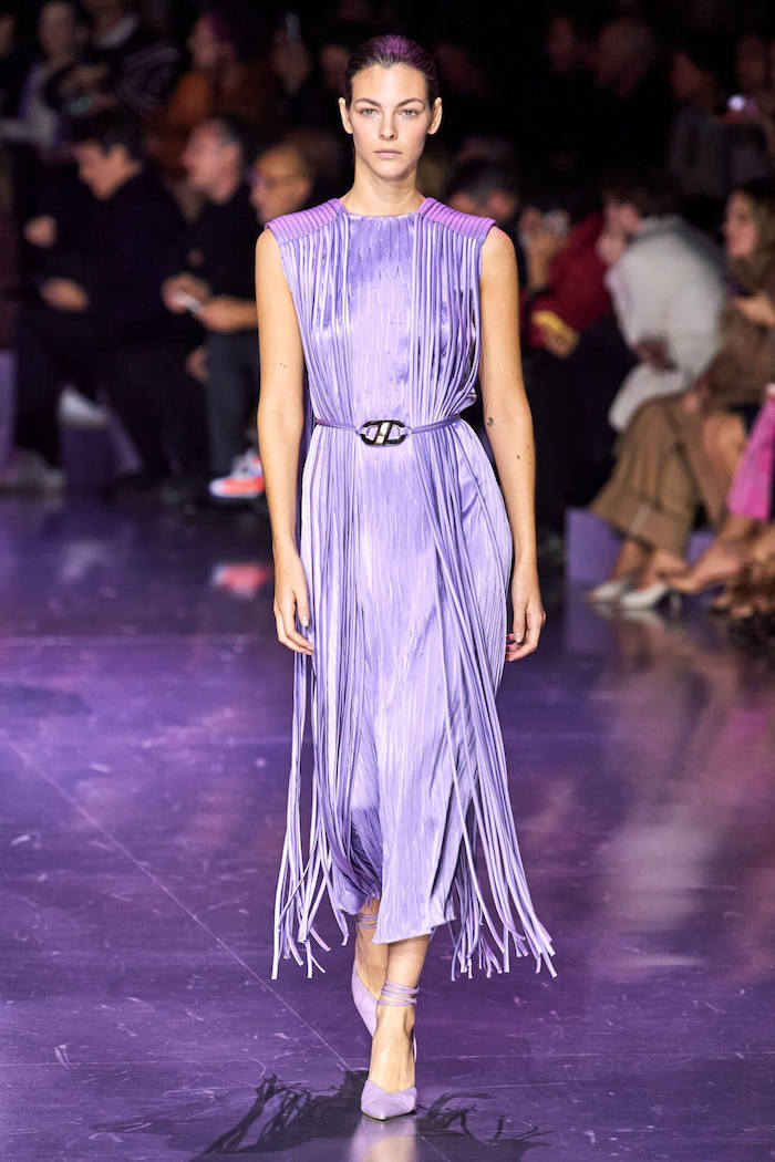 comment s habiller en hiver une tenue de fete avec une robe longue violet en moucheterie
