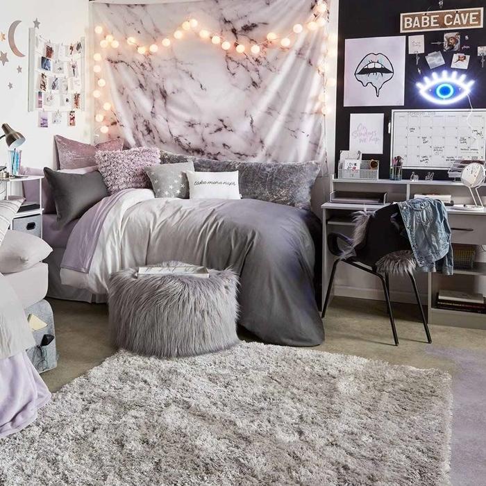 couleurs déco tendance pan de mur noir tapisserie chambre ado aspect marbre blanc tapis moelleux gris