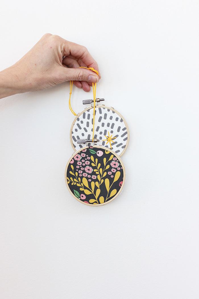 créer une déco murale tambour à broder et tissu imprimé idée de couture sans coudre