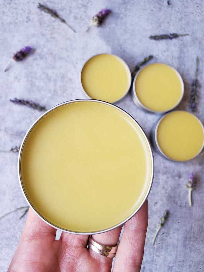 creme de corps fait maison avec de lavande et de miel