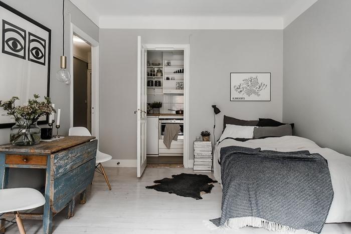 cuisine studio décoration espace limité cuisine d angle plan de travail bois rangement ouvert étagères lit cocooning