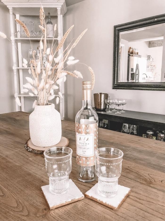 décoration intérieure couleurs naturelles rangement meuble bois blanc ouvert table bois sous verre rondelle bois deco d automne