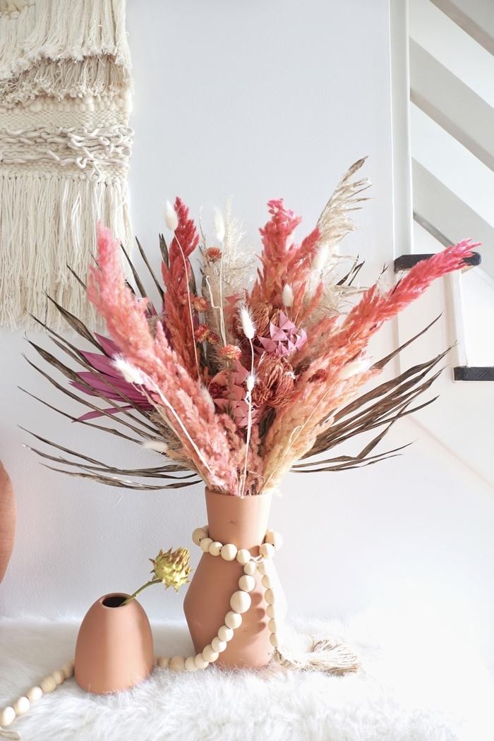 décoration intérieure style bohème diy suspension murale macramé corde noeuds bouquet fleurs séchées vase terre cuite