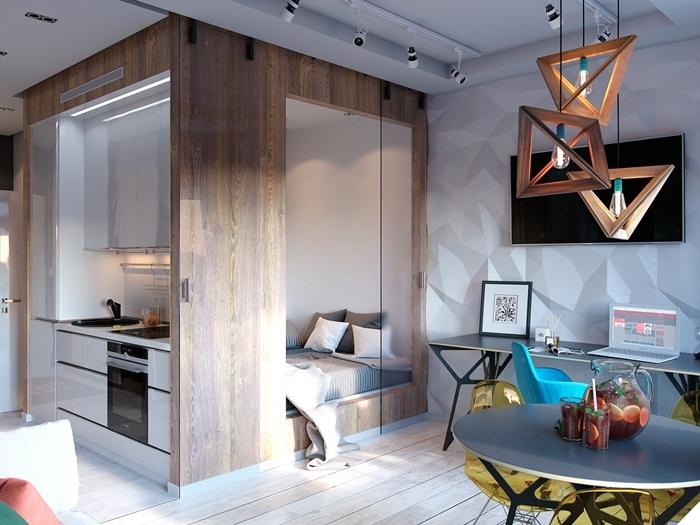 décoration mini cuisine intégrée mur revêtement panneaux bois éclairage lampadaire bois géométrique bureau
